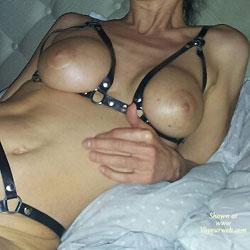 Le Cuir est un Pur Plaisir sur la Peau - Big Tits