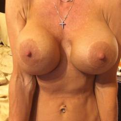 Large tits of my girlfriend - Lynn