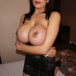 Very large tits of a neighbor - AK - Vinci