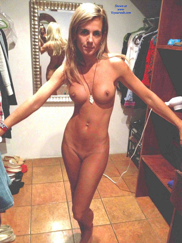thin amateur wife with big tits nude