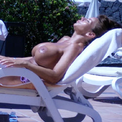 En la Piscina - Big Tits, Brunette