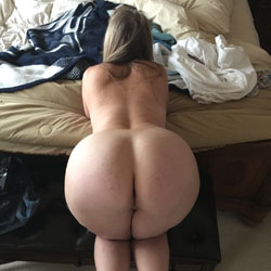 Curvey's Bottom - Wife/Wives