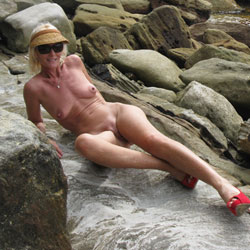 New Red Shoes At The Beach - Big Tits, High Heels Amateurs, Nature