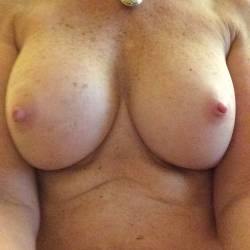 Medium tits of my wife - Merlot