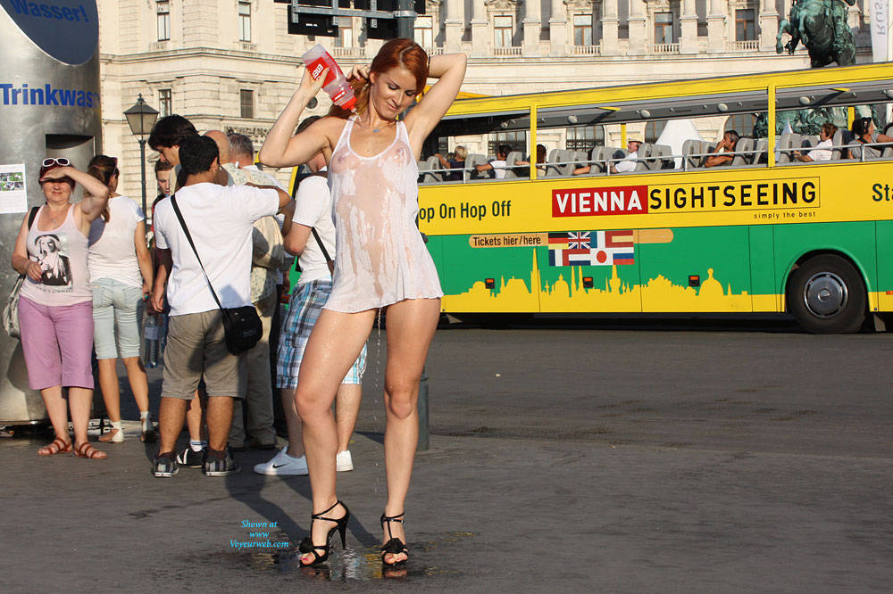 Pic #1 Vienna - Nude In The City - Flashing, High Heels Amateurs, Public Exhibitionist, Public Place, Redhead, Shaved