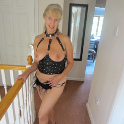 Linda In Leather And Heels - High Heels Amateurs, Blonde, Big Tits, Lingerie