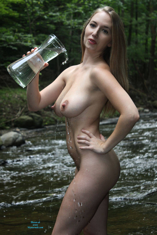 nude-water-hot-girls