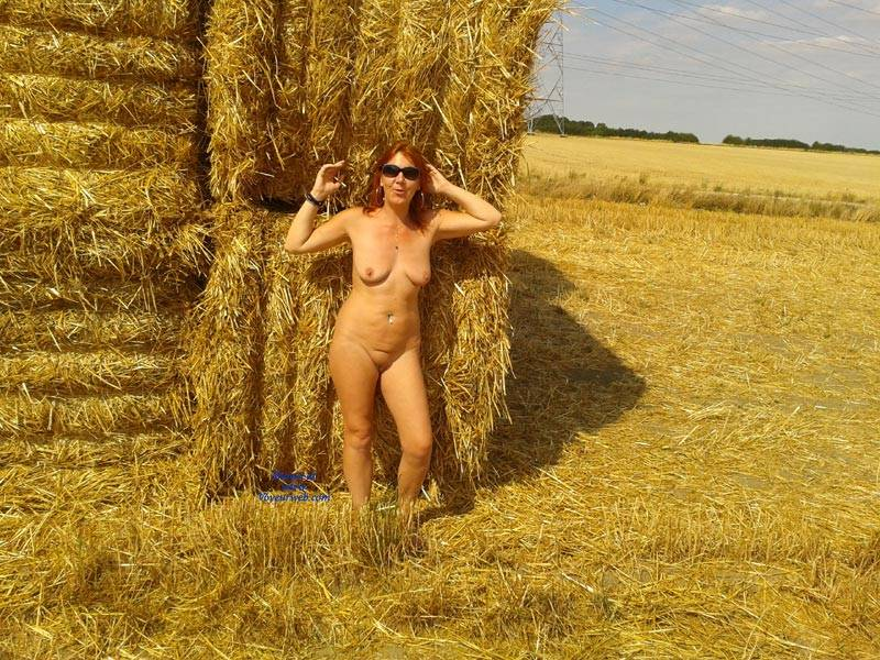 Pic #1 - Dans les Champs  - Big Tits, Redhead, Shaved , Hot Milf, Nude, Outdoors, Posing Naked, Farm Girl