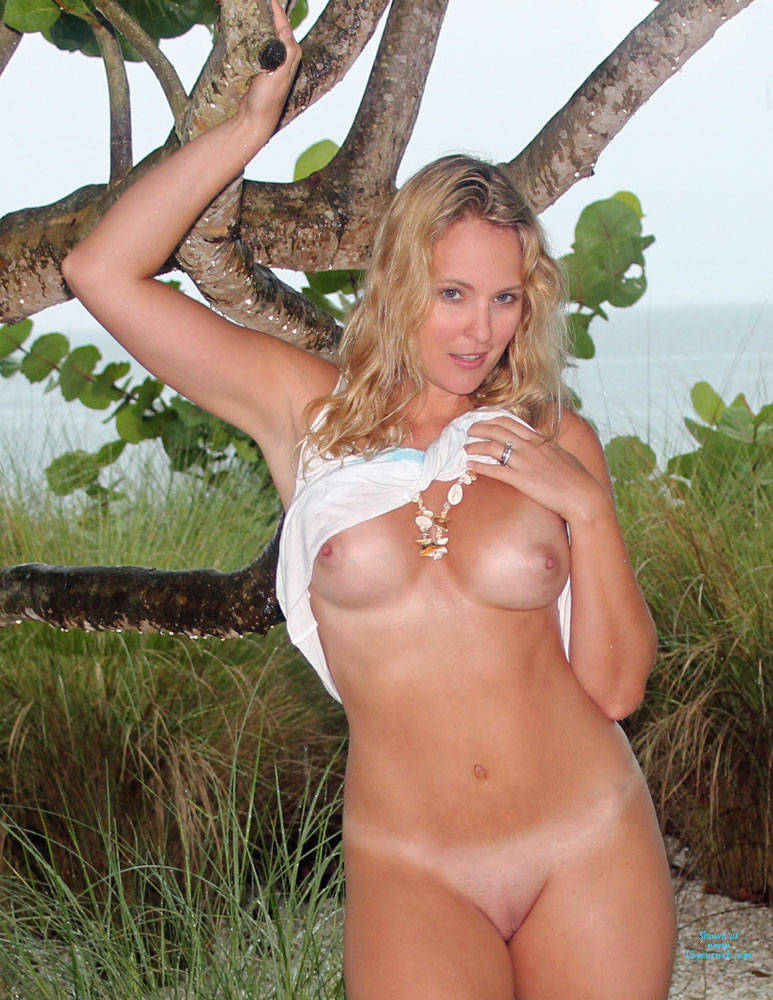 Pic #4 In The Rain - Big Tits, Blonde, Shaved