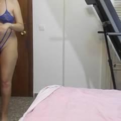Martina en la Cama - Big Tits, Brunette