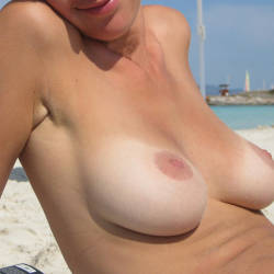Large tits of a neighbor - Arianna