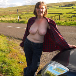 Lovely Autumn Sun In The UK - Big Tits