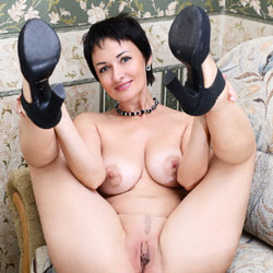 Sophia - Big Tits, Brunette, High Heels Amateurs