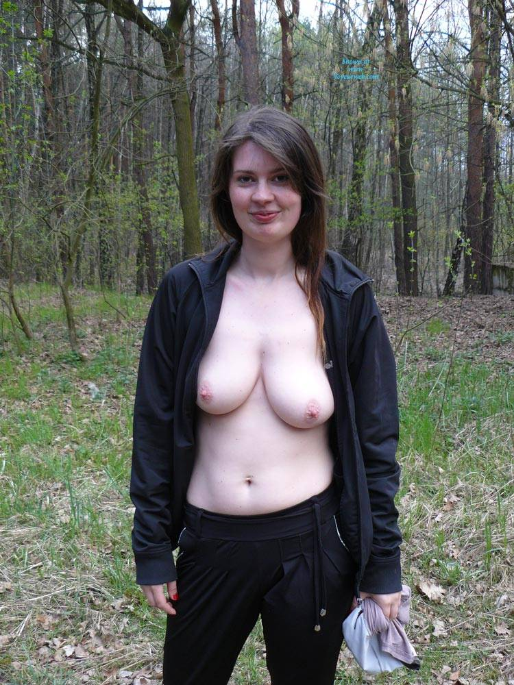 Nude walk in the woods - xHamstercom