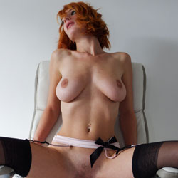 Rouquine Wants To Show Off - Redhead