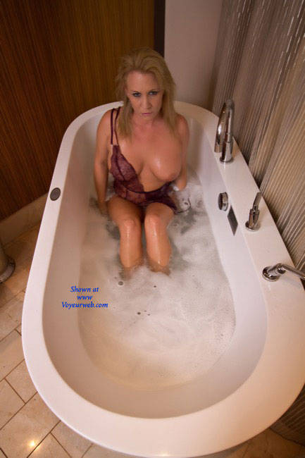 Pic #1 - Bubble - Sexy Lingerie , Bathing Beauty, Wet Chicks, Sexy Slut, Girl Taking A Bubble Bath