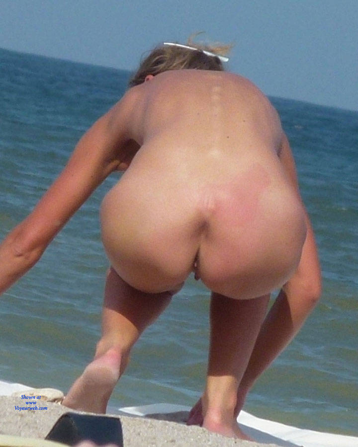 womens naked butts on the beach
