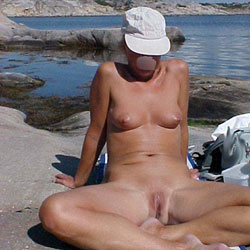 Linda Shows Her Nude Body Again - Beach