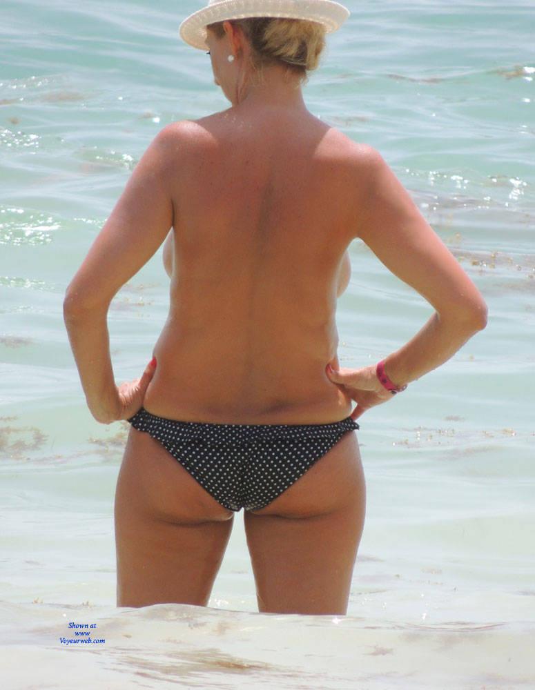 Mature beach voyeur