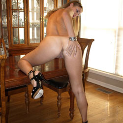 Fun At The Dinner Table - High Heels Amateurs