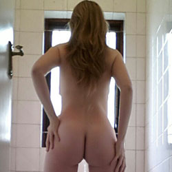 Standing Up - Firm Ass, High Heels Amateurs