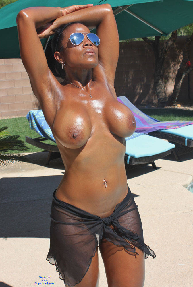 Yummy Nude Ebony Wearing Sunglasses - October, 2015 - Voyeur Web Hall -3497