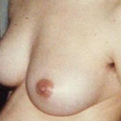 Medium tits of a neighbor - Chantal
