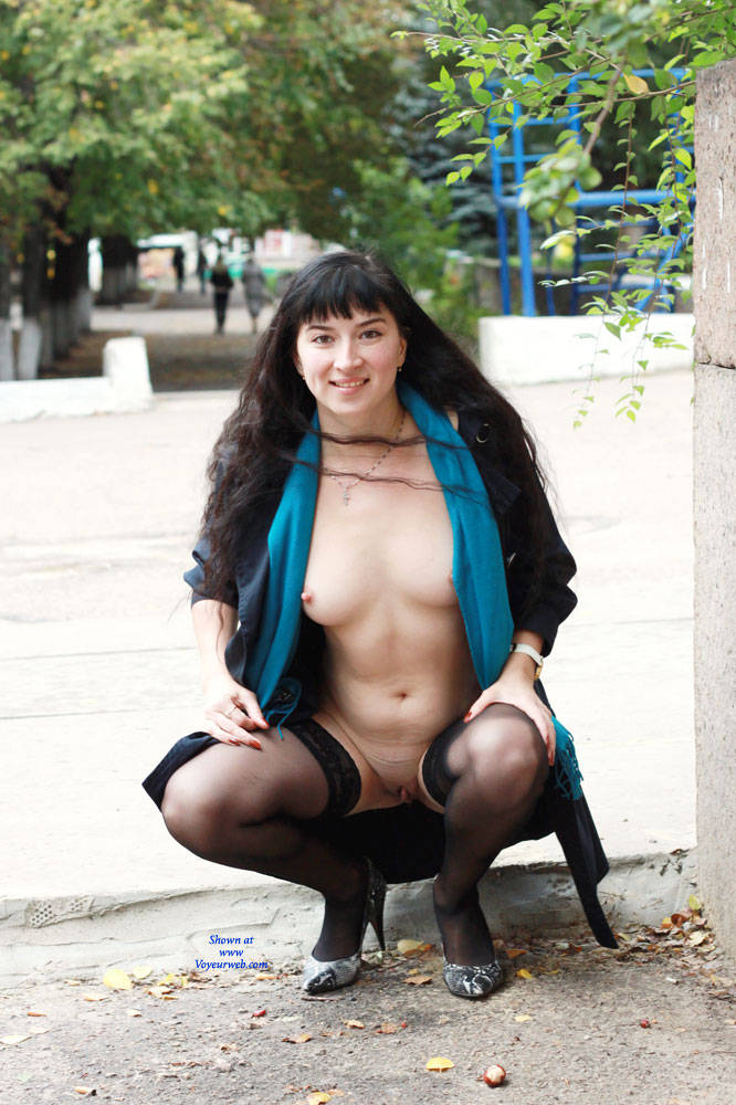 Pic #1 - Kiki - Big Tits, Brunette Hair, Exposed In Public, Flashing, Heels, Nude In Public, Shaved, Sexy Lingerie ,  Brunette, Nude In Public, Sexy, Night Tits,  Flashing The Public