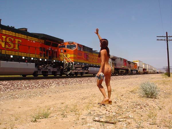 Attractive Naked Woman Waving Pics