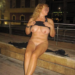 Erika Tiene Pis - Big Tits, Flashing, High Heels Amateurs, Public Exhibitionist, Public Place