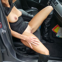 Love To Play In The Car - Big Tits