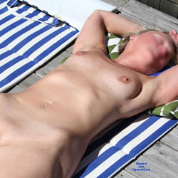 Linda Shows Her Nude Body Once More - Beach, Shaved