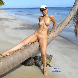 Nuda In Spiaggia - Naked On The Beach - Beach, Big Tits