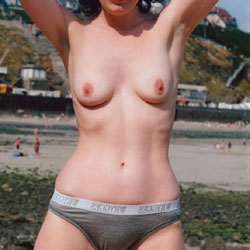 Viv - Flashing - Beach, Lingerie