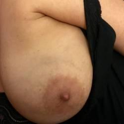 Medium tits of my girlfriend - The Queen