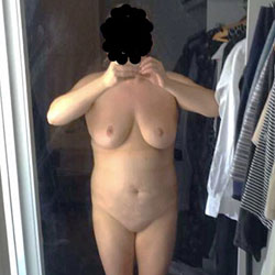 Robe Selfie - Big Tits, Wife/Wives