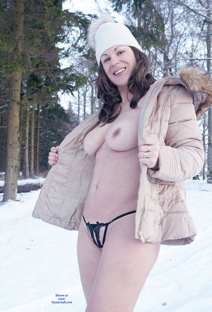 Petula In Winter - Big Tits, Brunette Hair, Nude In Public , Sexy, Brunette, Outdoors, Exhibitionist
