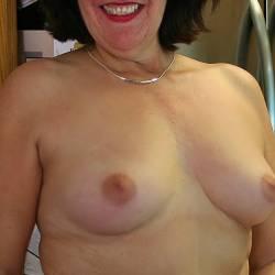 Medium tits of my wife - Steph
