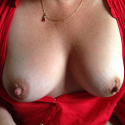 Medium tits of my girlfriend - Laura