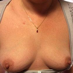 Laura Aime Se Montrer  - Big Tits