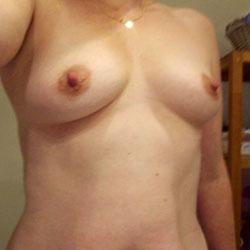 Selfie Dans la Salle de Bain - Big Tits