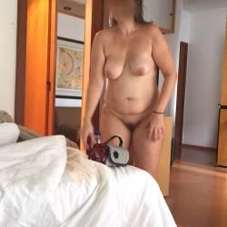 Medium tits of my wife - Claudio