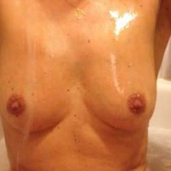 Medium tits of my wife - Belle