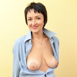 Sophia Shirt - Big Tits, Brunette