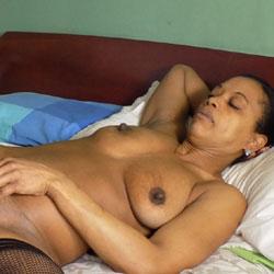 Tiene Esther Ganas de Volver - Big Tits, Ebony, Lingerie