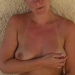 Medium tits of a neighbor - Vicktor1976