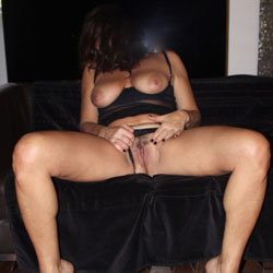 Barefeet - Big Tits, Bush Or Hairy