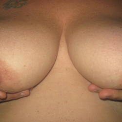 Large tits of my wife - femme ronde