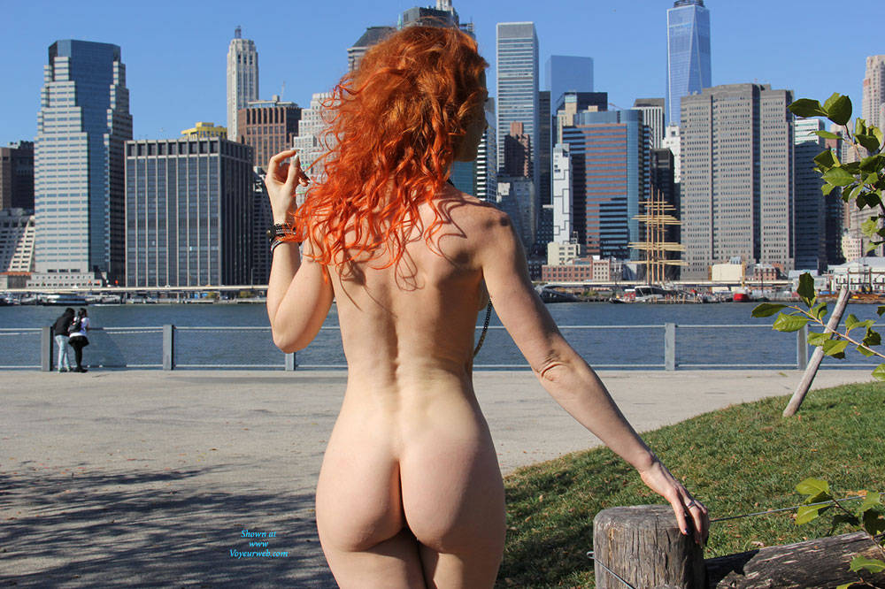 Pic #7 Vienna - Nue York New York - Big Tits, Flashing, High Heels Amateurs, Public Exhibitionist, Public Place, Redhead, Shaved