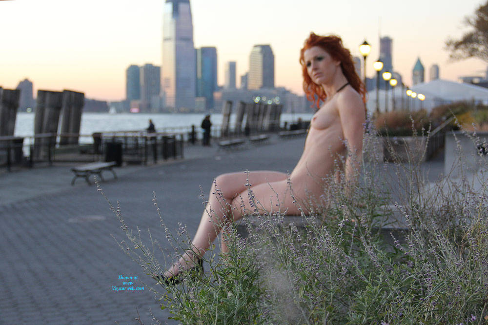 Pic #10 Vienna - Nue York New York - Big Tits, Flashing, High Heels Amateurs, Public Exhibitionist, Public Place, Redhead, Shaved